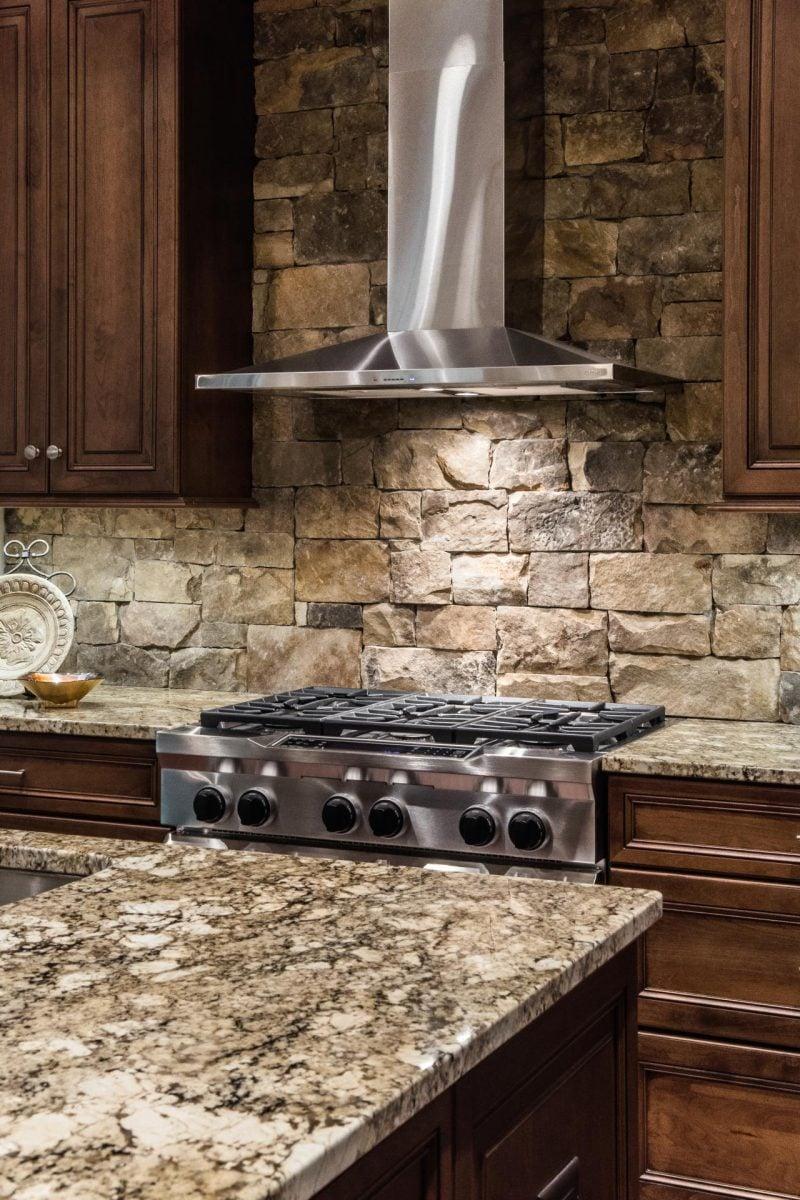 Wandpaneele mit Steinoptik für die Küche