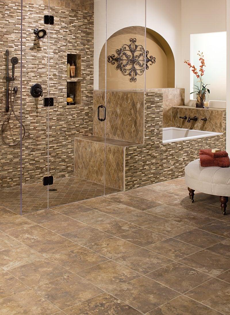 Wandpaneele mit Steinoptik im Dusche Bereich