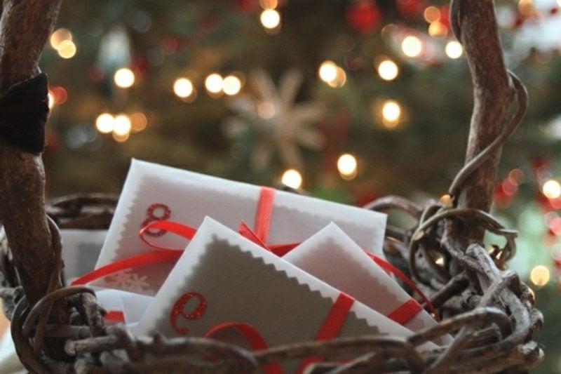 Adventskalender aus Briefumschlägen kreative Ideen Weihnachtsdeko