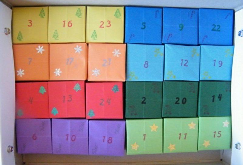 farbige Schachteln Adventskalender selber gebastelt