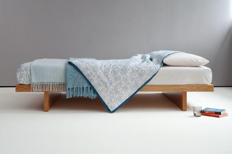 Bett ohne Kopfteil aus Massivholz