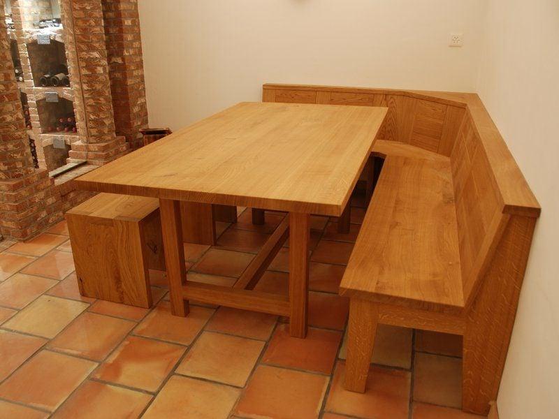 Eckbank aus Holz klassisches Design