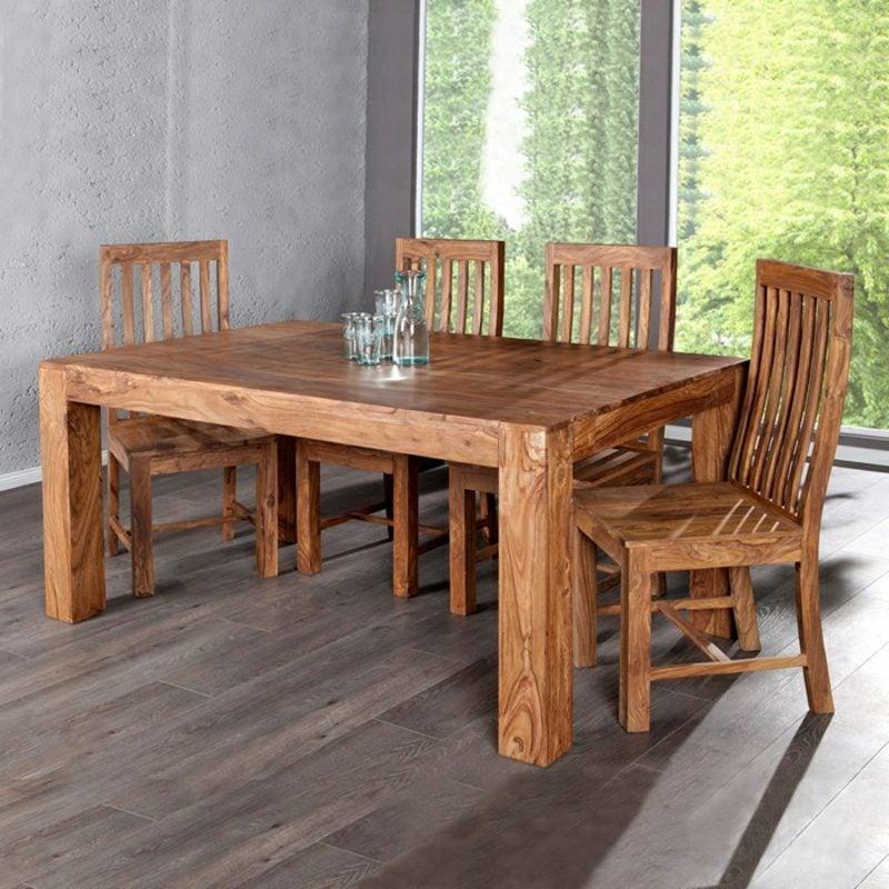 klassischer Esstisch aus Holz