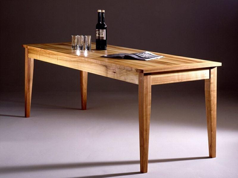 klassischer Holztisch Kirsche