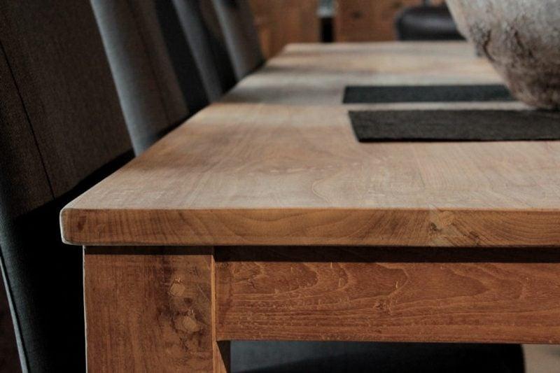 klassischer Holztisch rechteckig