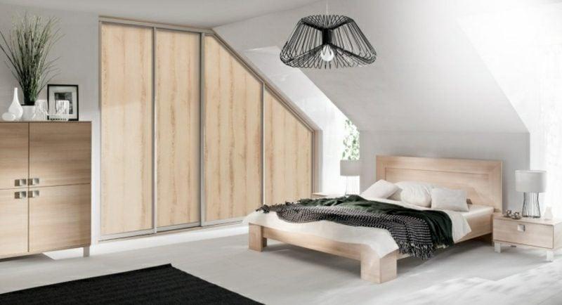 begehbarer Kleiderschrank aus Holz Dachschräge