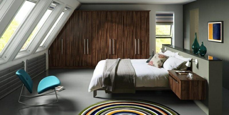 Kleiderschrank aus Massivholz Dachschräge