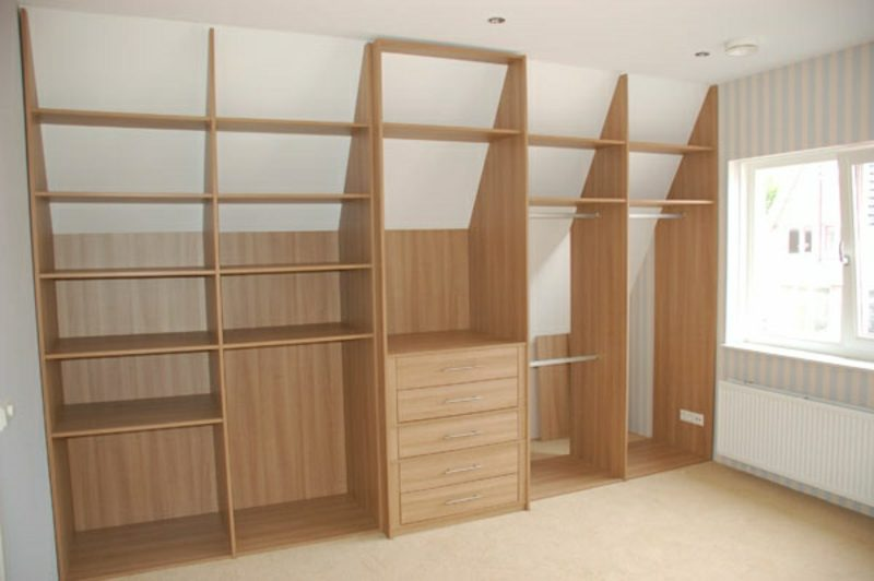 begehbarer kleiderschrank unter dachschr ge m gliche varianten. Black Bedroom Furniture Sets. Home Design Ideas