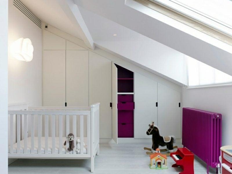 begehbarer Kleideschrank unter Dachschräge originelle weisse Fronten Kinderzimmer