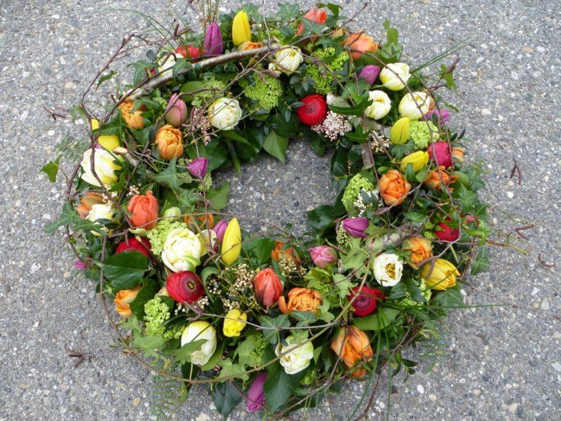 Frühlingsbasteln Blumenkranz