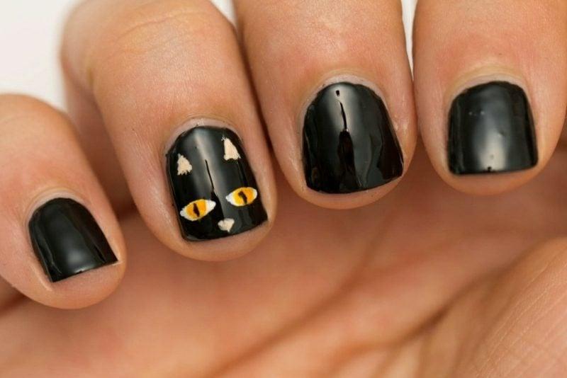 schwarze Katze Nageldesign Muster zum Halloween