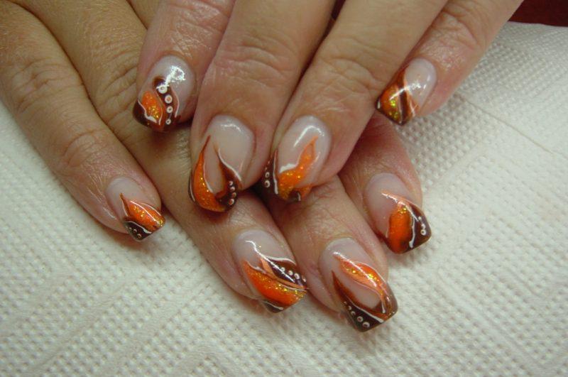 Nagelmuster originell Braun und Orange Herbst