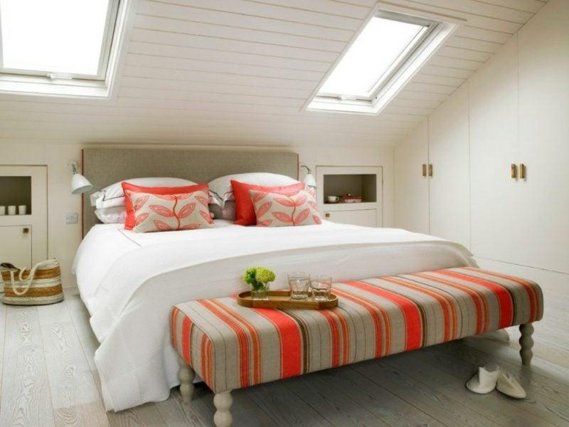 begehbarer Kleiderschrank unter Dachschräge im Schlafzimmer
