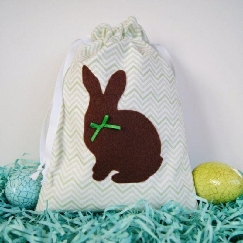 Geschenkstüte Ostern lustige Osterhasen aus Stoff basteln