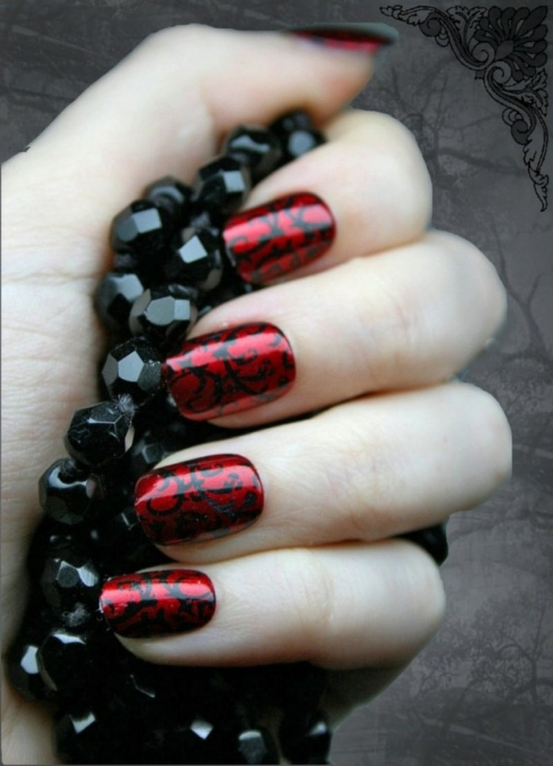 dunkelrote Vampirnägel Halloween