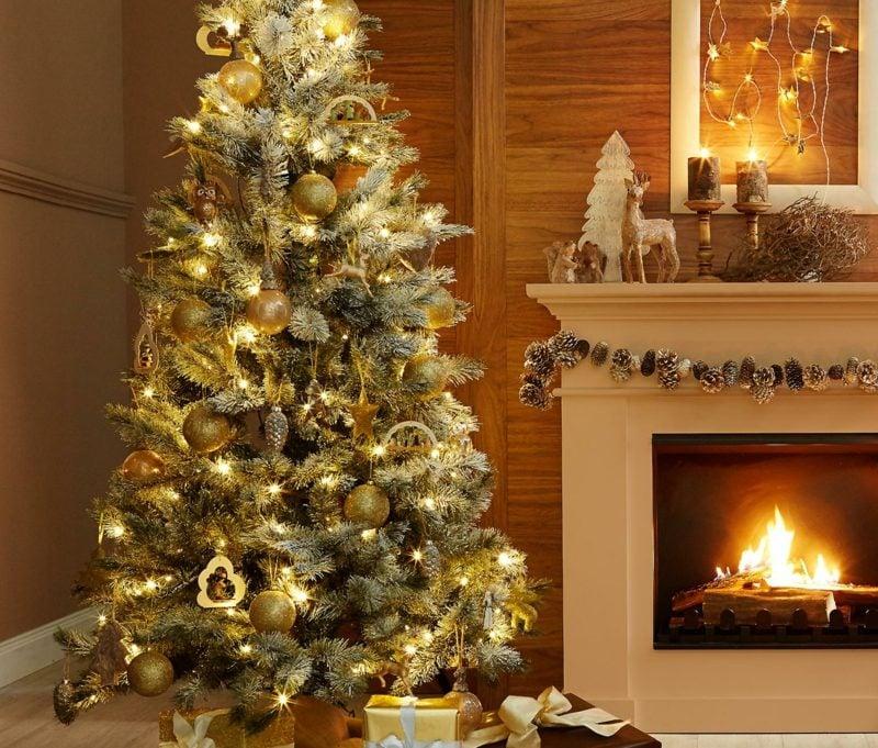 Weihnachtsbaum goldener Schmuck