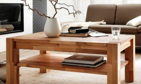 klassischer Holztisch Wohnzimmer