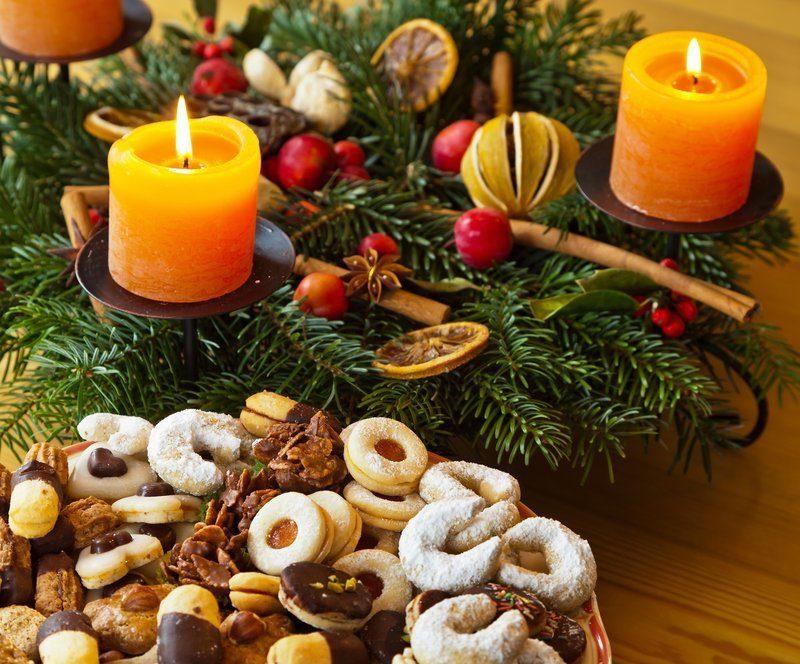 Adventskranz bestellen - der Klassiker ist mit Tannenzapfen und 4 Kerzen