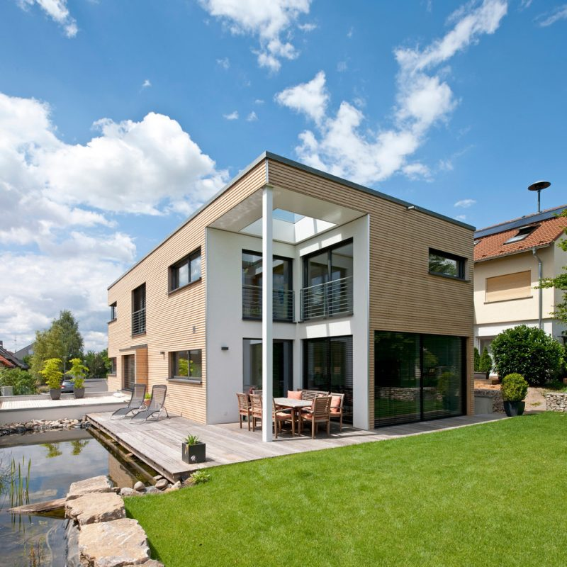 Architektenhäuser - modern Haus mit Garten
