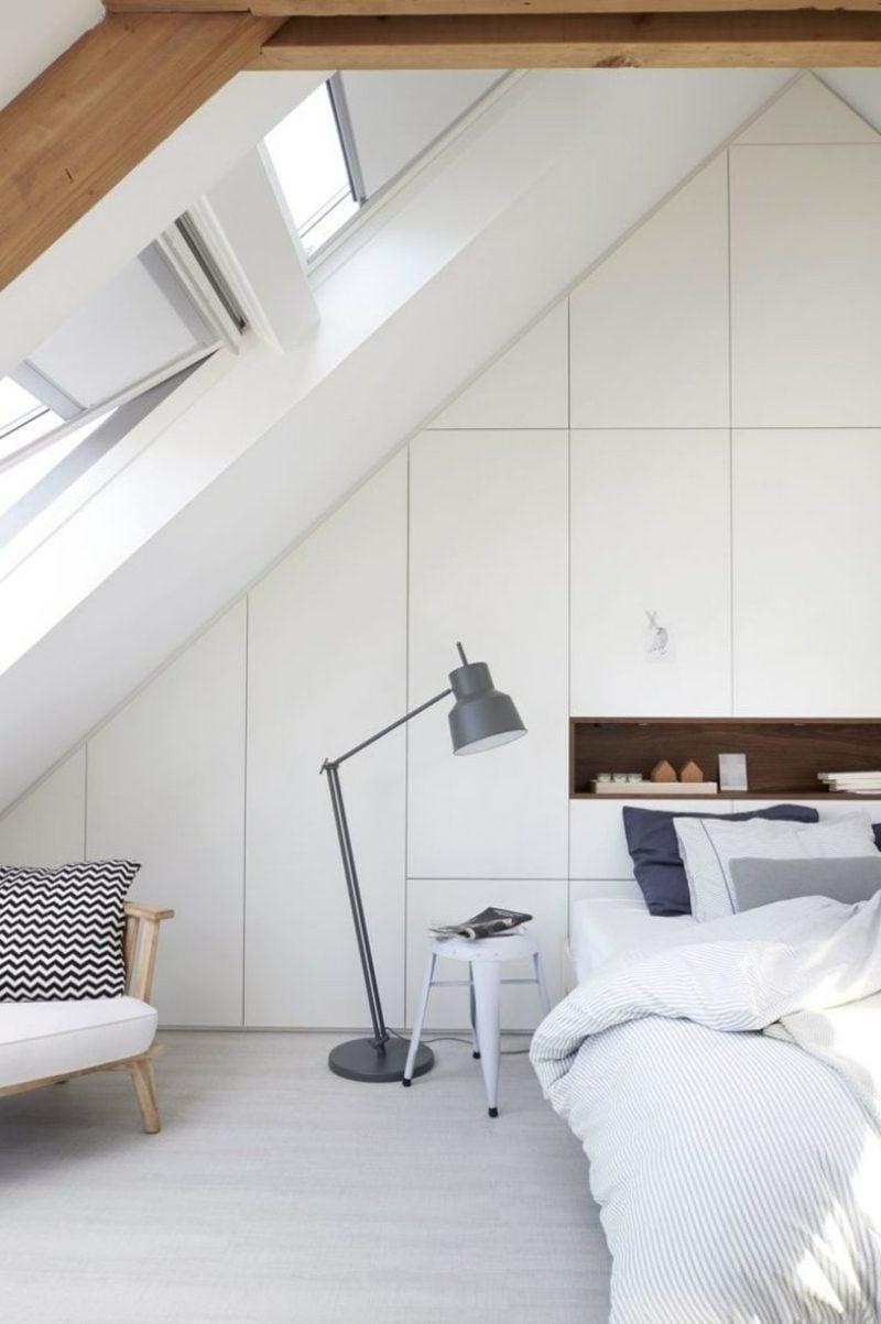 origineller begehbarer Kleiderschrank Zimmer mit Dachschräge