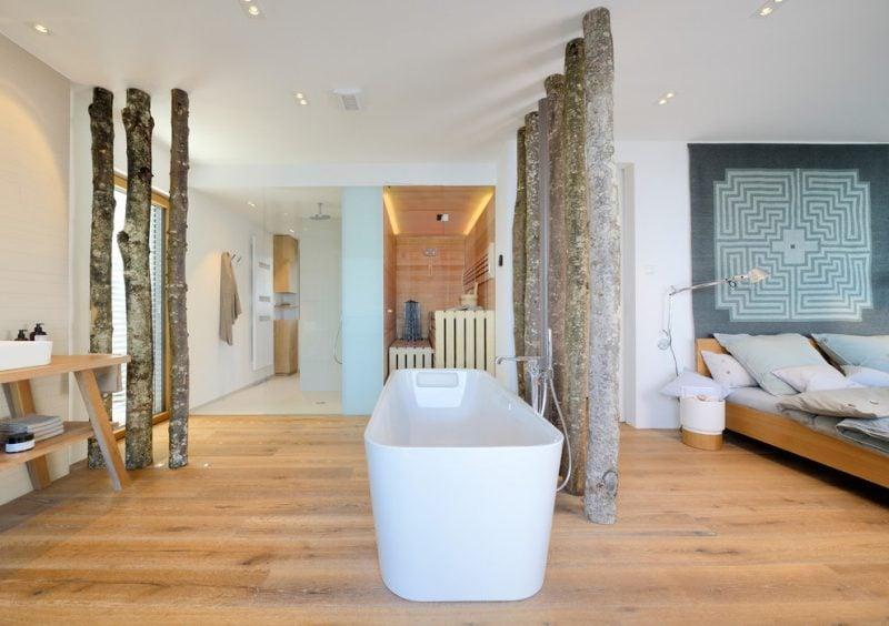 Biosauna und Badewanne im Schlafzimmer
