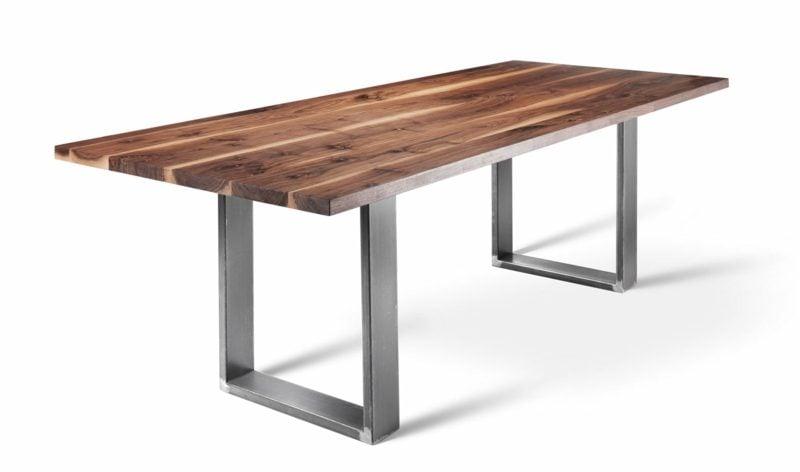 dekorativer Tisch Metallgestell und Holzplatte