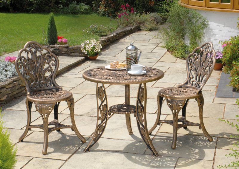 Design Gartenmöbel aus Metall