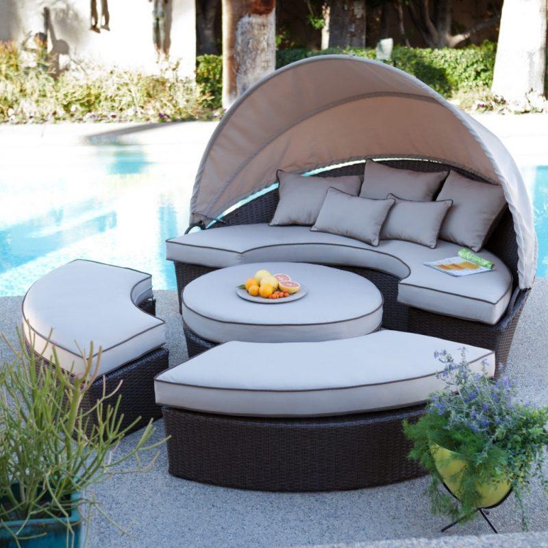 Design Gartenmöbel: Die Liege eignen sich perfekt für Schwimmbad