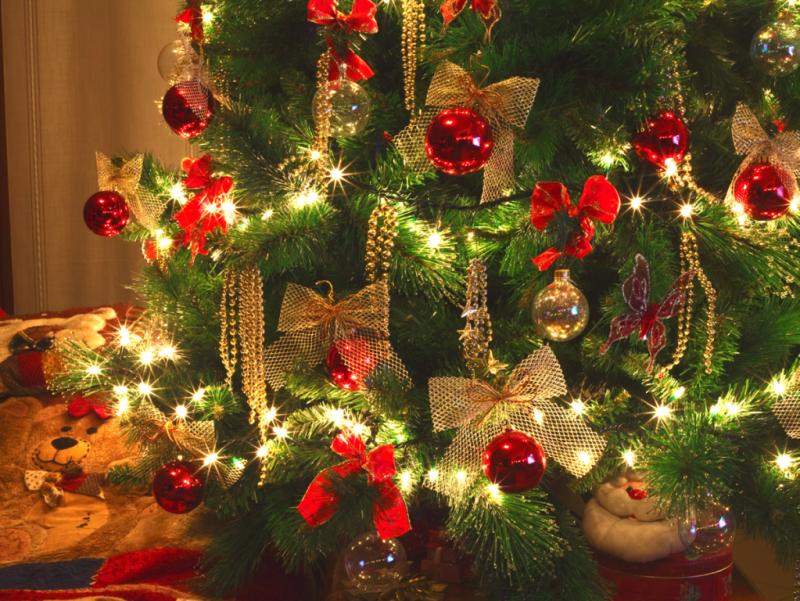 zauberhaft geschmückter Weihnachtsbaum Rot und Gold