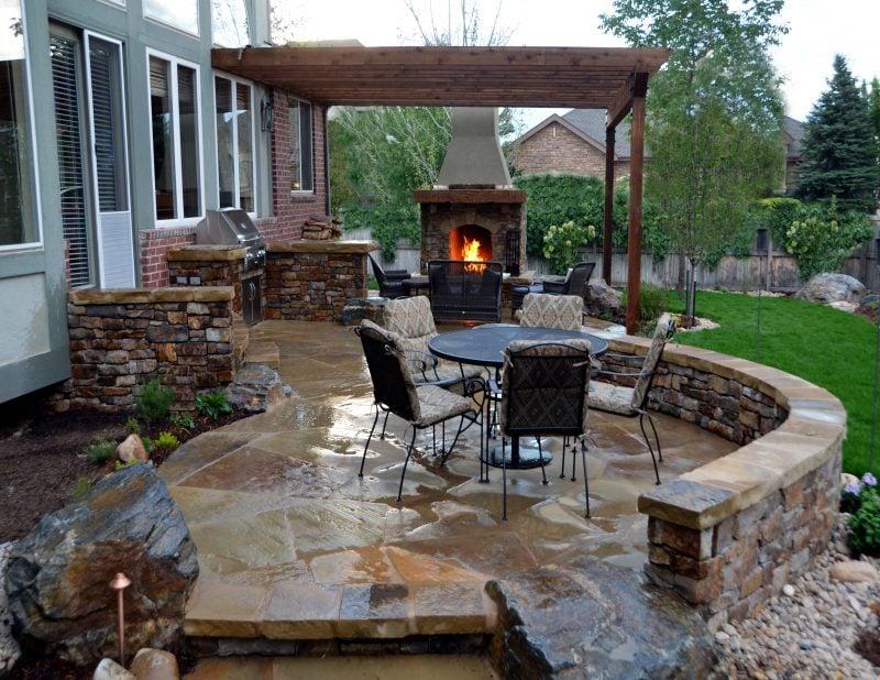 Gartengestaltung mit Steinen als Bodenbelag