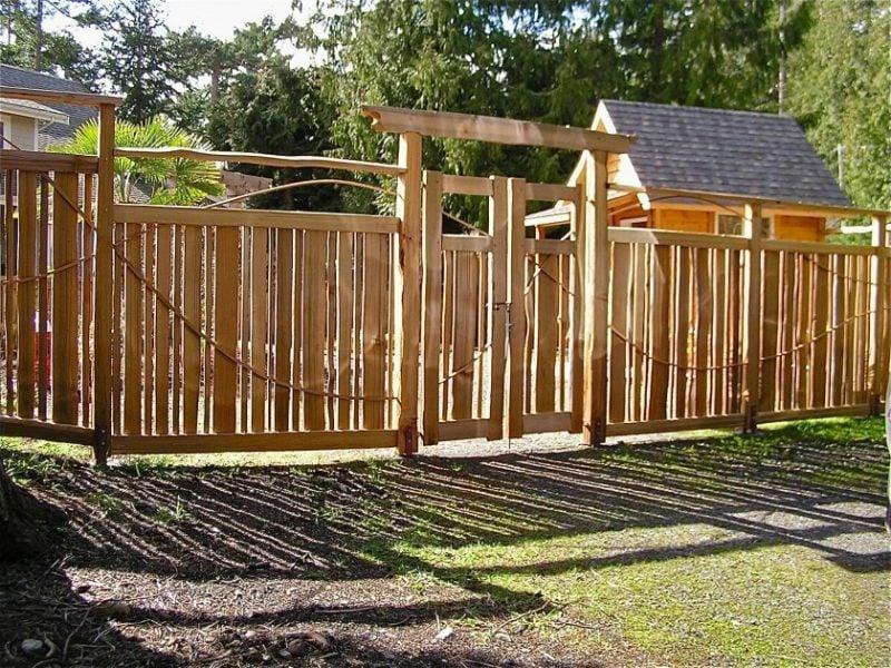 Mit Naturholz Gartentor selber bauen