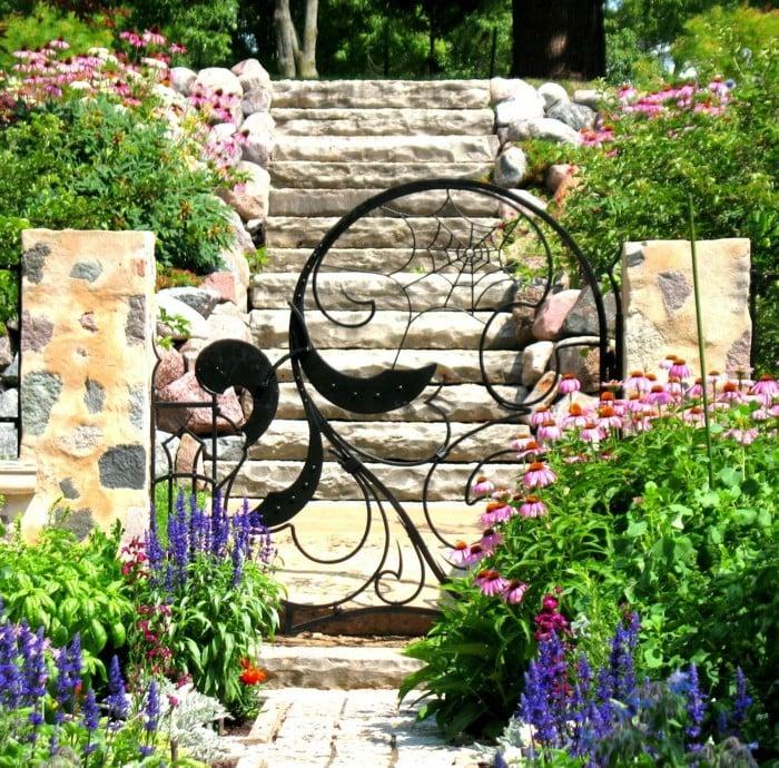 Gruselig Gartentor selber bauen