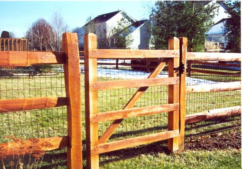Gartentor selber bauen und mit Zaun eine Einheit bilden