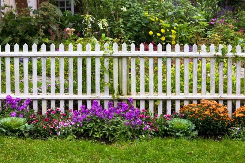 Gartenzaun aus Kunststoff Blumen