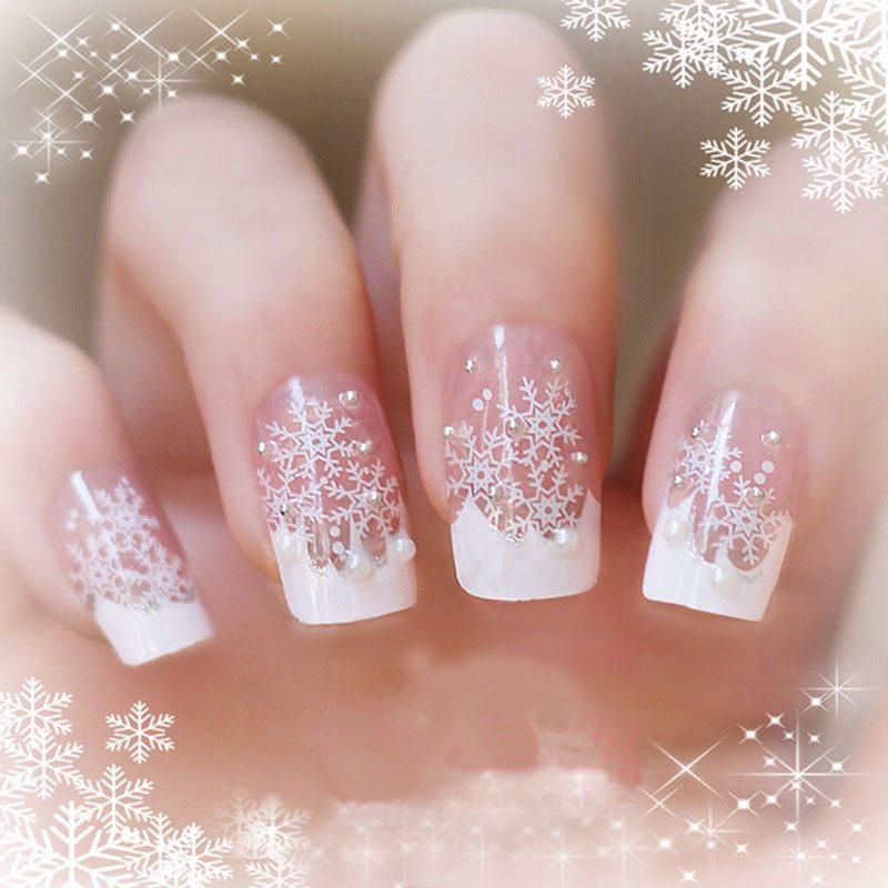 Gelnägel Muster für Weihnachten in Weiß