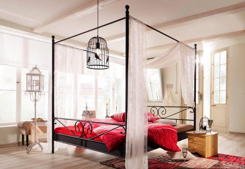 Himmelbett Vorhang romantisch
