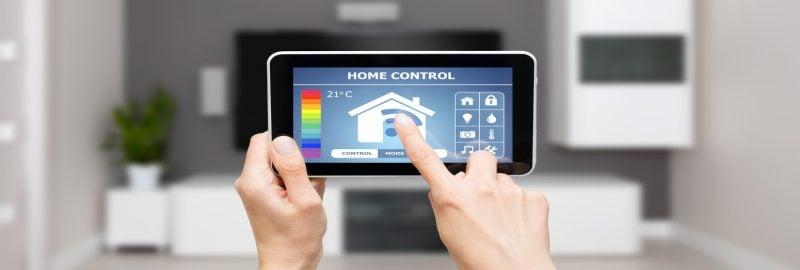 Intelligentes Wohnen bedeutet Vernetzung durch Geräte in der Wohnung