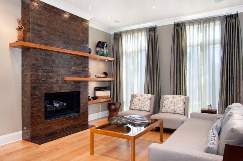 Kaminverkleidung mit Natursteinen und Holz eignet sich perfekt für Landhausstil