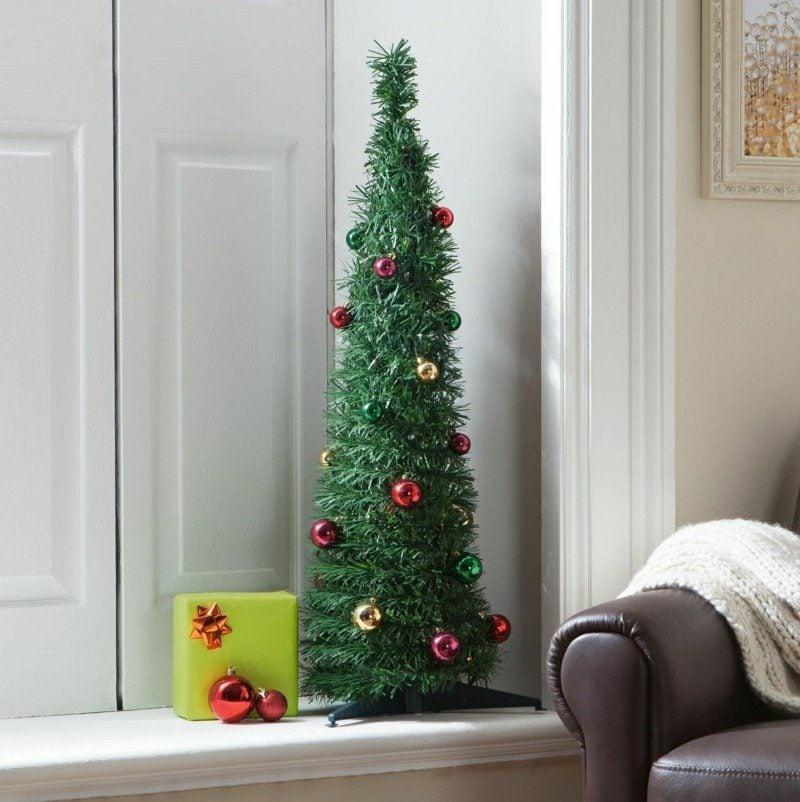 kleiner Weihnachtsbaum aus Kunststoff