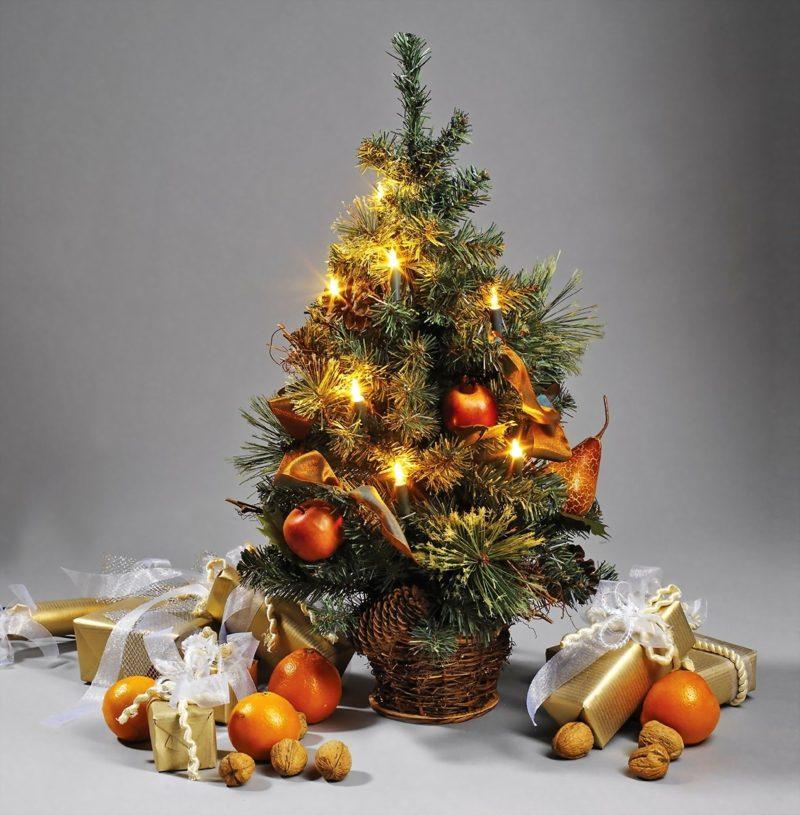 Weihnachtsbaum klein kunstvoll geschmückt