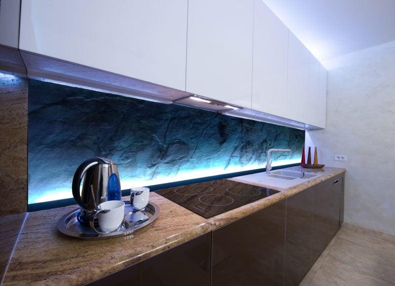 Küchenrückwand günstig mit LED Beleuchtung