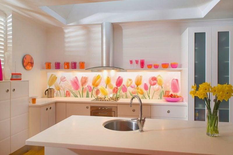 Küchenrückwand günstig mit Blumen gestalten