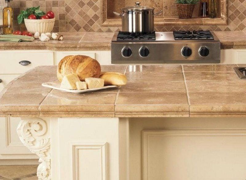 Küchenplatten mit Fliesen verlegt