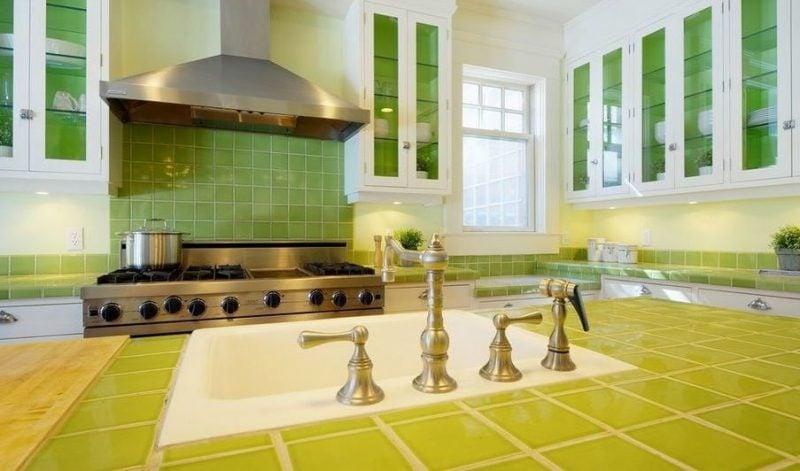 Küchenplatten - Farbe mit Fliesen bringen