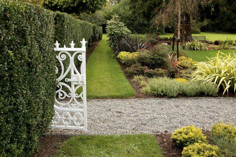 Moderne Gartengestaltung Kiesweg