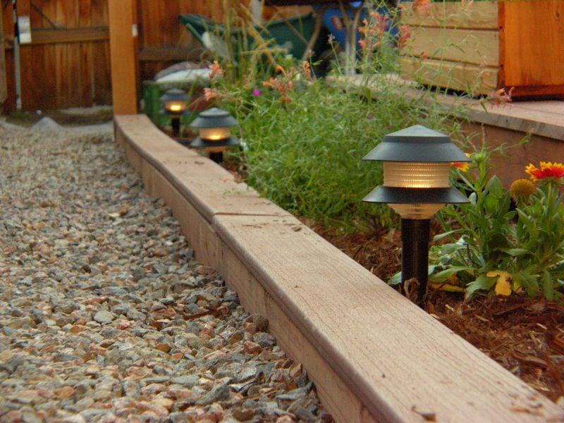 Moderne Gartengestaltung mit Kies und Steinen