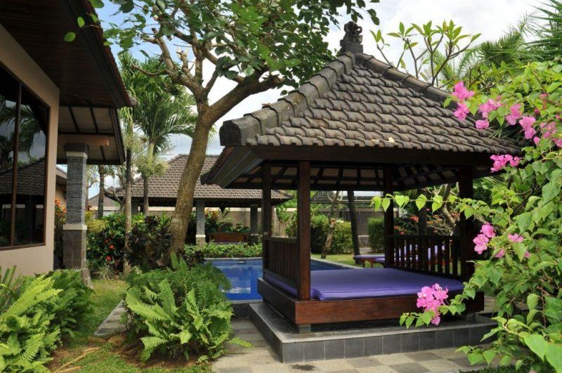 Moderne Gartengestaltung mit Erholungsbereich
