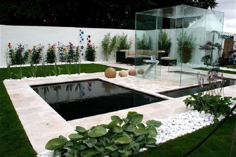 Moderne Gartengestaltung mit Gartenteich
