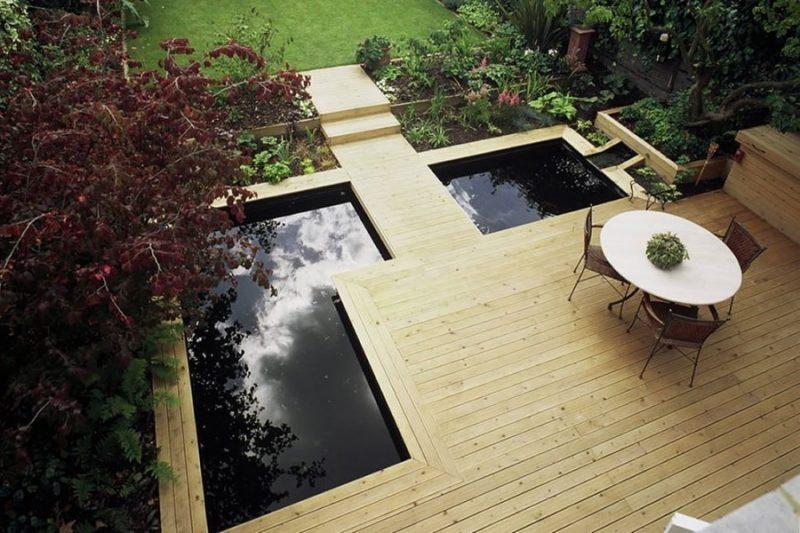 Moderne Gartengestaltung Holz und Wasser