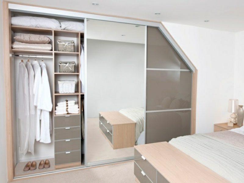 begehbarer Kleiderschrank unter Dachschräge originelle Designideen